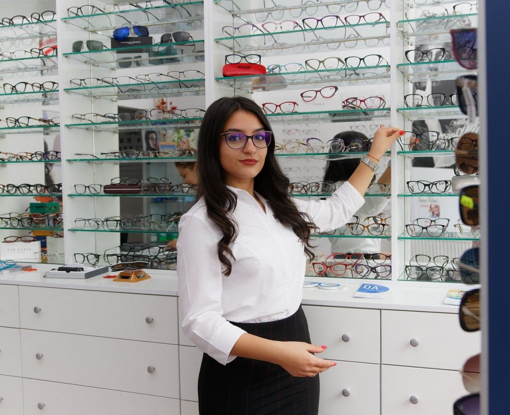Pros and cons of optometry: eye glasses, glasses, girl